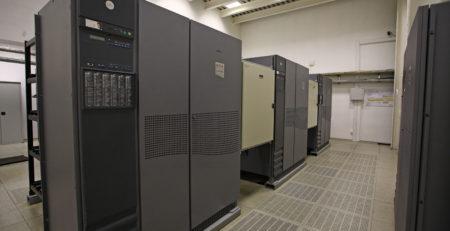 Системы бесперебойного гарантированного электроснабжения фото